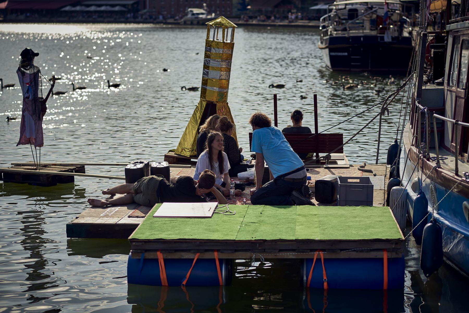 Treibgut - Hafen -1-2019- Backstage-Floß 3