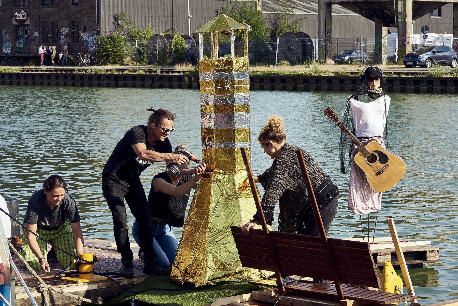 Treibgut - Hafen -1-2019- Backstage-Floß - Kunst im Bau