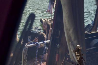 Treibgut - Hafen -1-2019- Blick durchs Boot